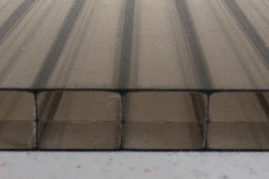 Bronzinė polikarbonato stogo danga